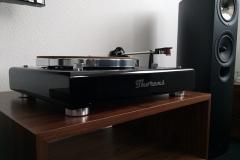 4. High Gloss Black plinth Thorens TD160 MK1
